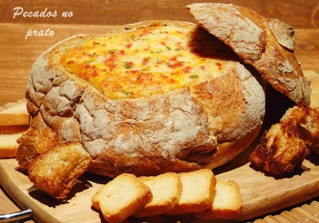 Pão recheado com queijo e linguiça