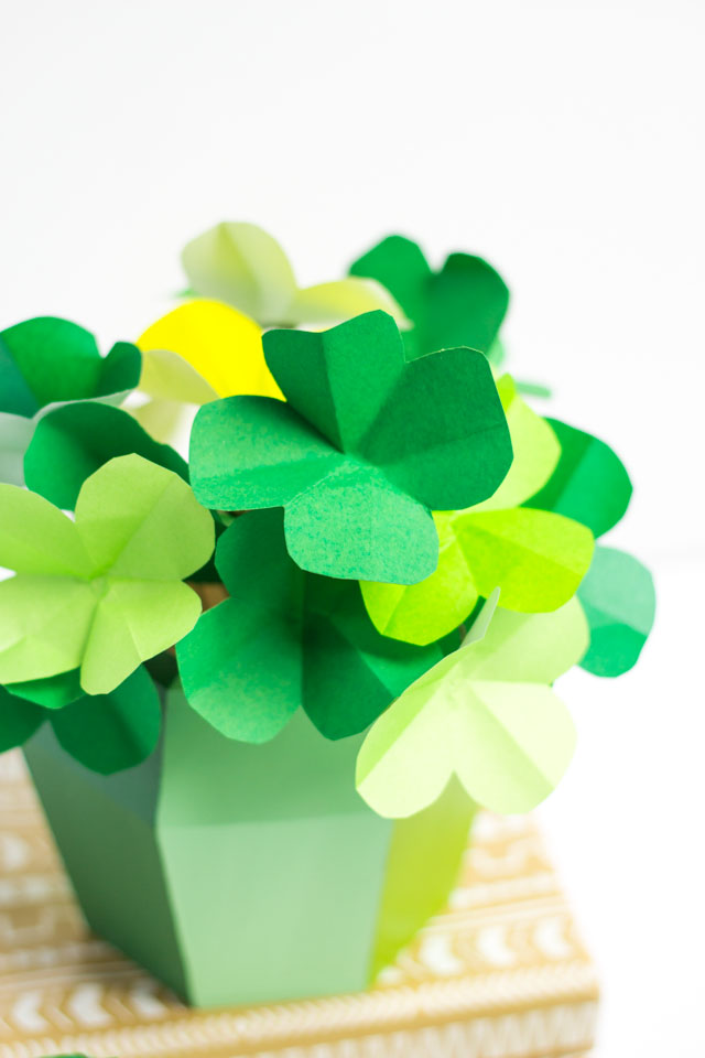 How to make paper shamrocks - so easy!