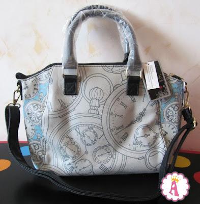 Какая картинка на сумке Disney Loungefly с Алисой в стране чудес