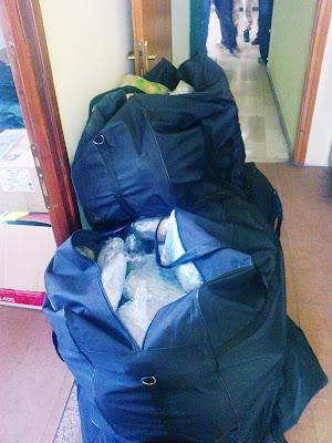 Συνελήφθησαν δύο 26χρονοι Αλβανοί στην Κεστρίνη που μετέφεραν πεζοί 80 κιλά χασίς