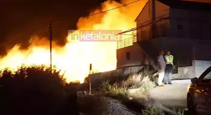 Κεφαλονιά: Ολονύχτια μάχη με τις φλόγες έξω από το χωριό Ζόλα