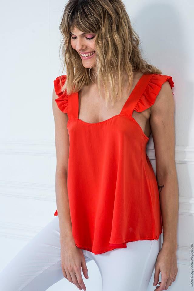 Moda 2018 tendencias de verano: Musculosa con volados moda primavera verano 2018. Moda 2018 mujer blusas.
