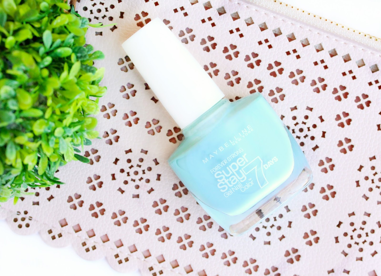 Maybelline Forever Strong Super Stay Nail Polish in Mint For Life