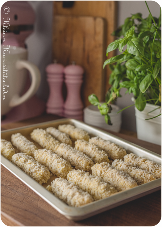 eingefrorene Mozzarellasticks vor dem Frittieren