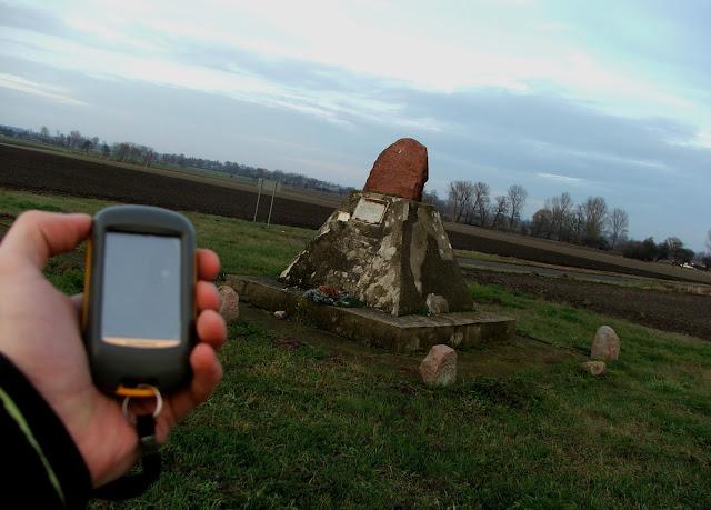 Cmentarz wojenny w Ostrowach