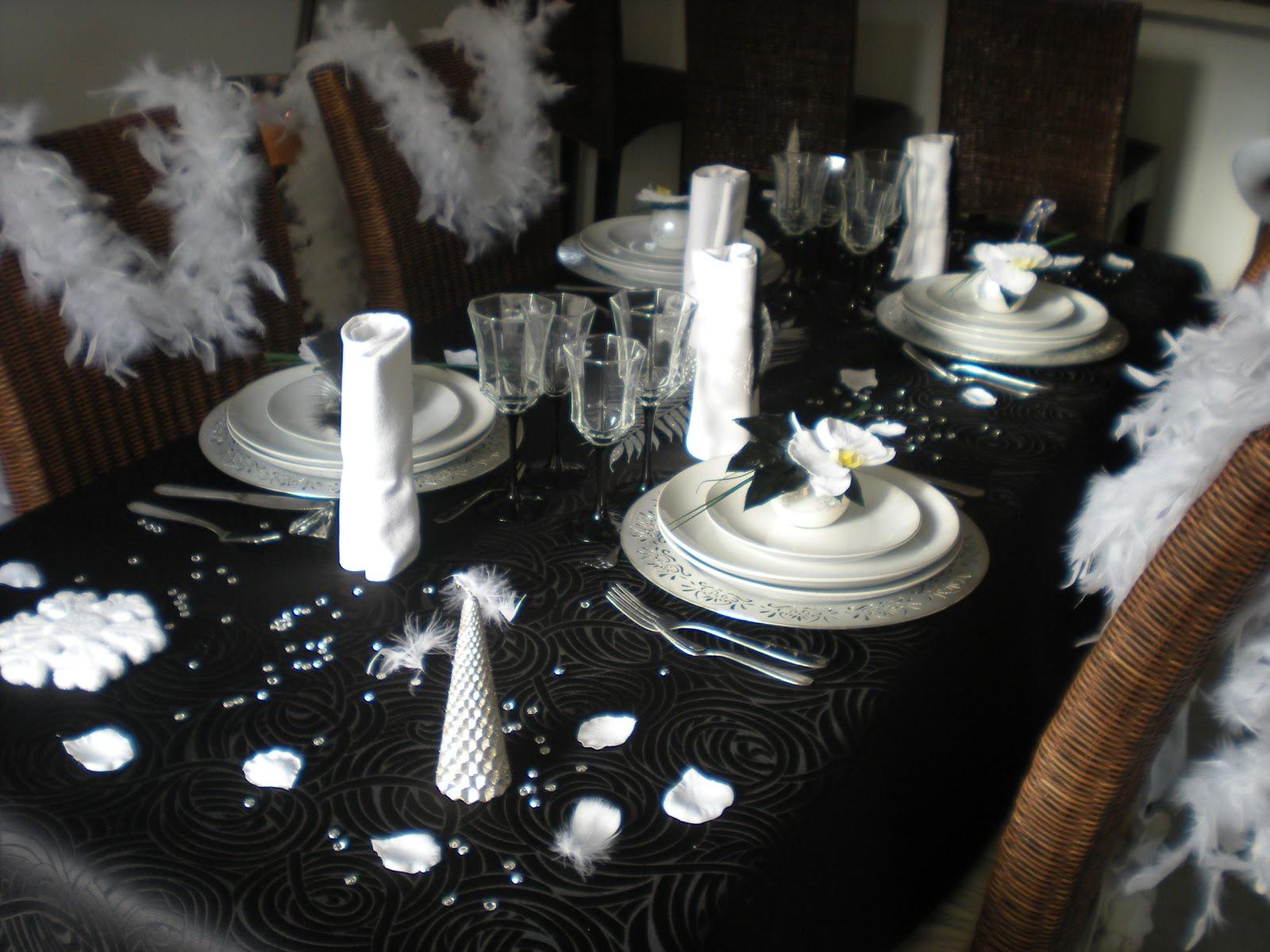 mon nouvel an en noir blanc et argent d co de. Black Bedroom Furniture Sets. Home Design Ideas