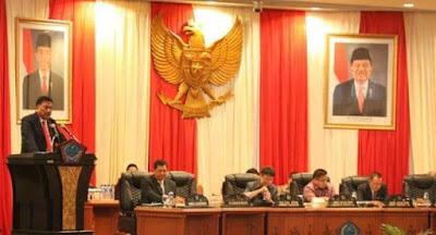 Gubernur OD saat menyampaikan sambutan pada Rapat Paripurna