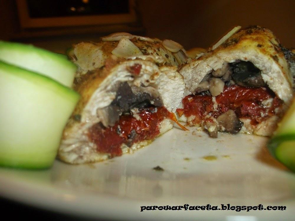 Pierś z kurczaka nadziewana pieczarko-pomidorem z parowaru