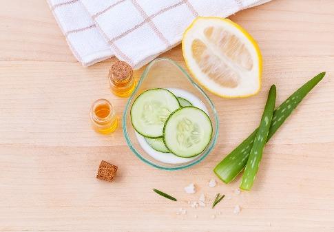 pixabay.com/en/toner-skin-skincare-cooling-facial-906142