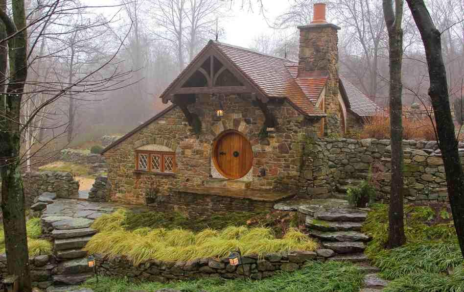 15-Archer-&-Buchanan-Architects-Hobbit-&-LotR-Cottage-JRR-Tolkien-www-designstack-co