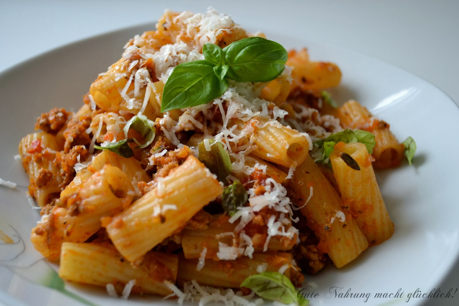 gute nahrung macht gl cklich jool 39 s pasta pasta mit fixbolognese nach jamie oliver. Black Bedroom Furniture Sets. Home Design Ideas