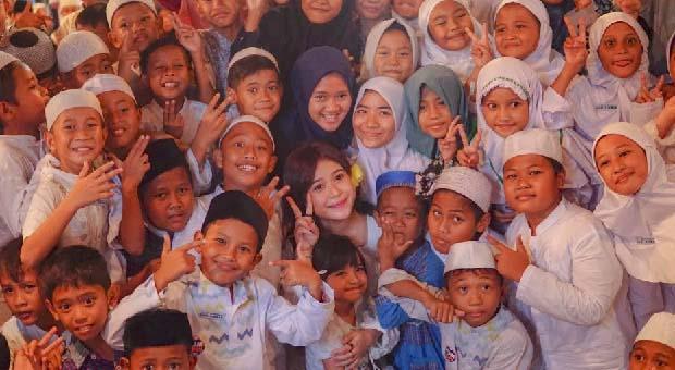 Rayakan Bulan Ramadan, Zomato Berbagi Kasih dengan Anak Yatim