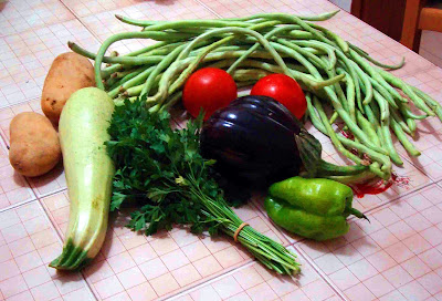 green beans and other fasolakia ingredients