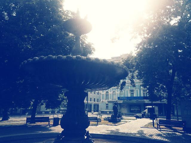 Сквер напротив театра им. Ивана Франко