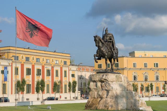 Η Αλβανία αποτελεί εργαλείο της Δύσης κυρίως για πίεση στην Σερβία