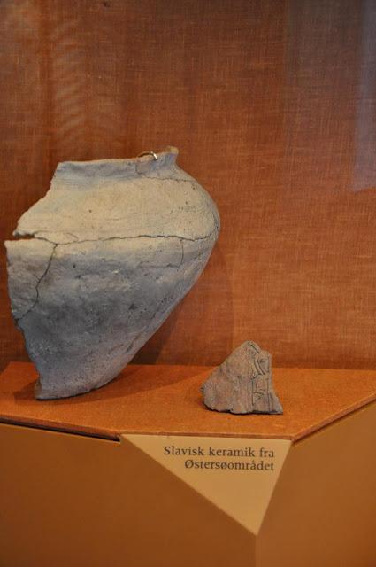 Słowiańska ceramika eksponowana w Muzeum Wikingów w Ribe