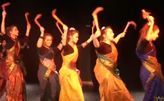 Dhaandiya Aatamum Aada | Tamil Traditional Dance by French Girls