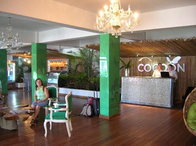 Recepción Cocoon Hotel, San José, Costa Rica, vuelta al mundo, round the world, La vuelta al mundo de Asun y Ricardo, mundoporlibre.com