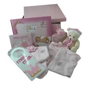 Puantiyeli kutuda dolu dolu bebek hediyesi kız bebek