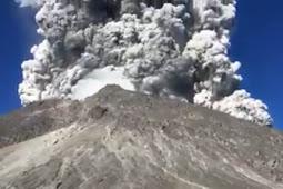Kembali Mengeluarkan Erupsi Gunung Merapi