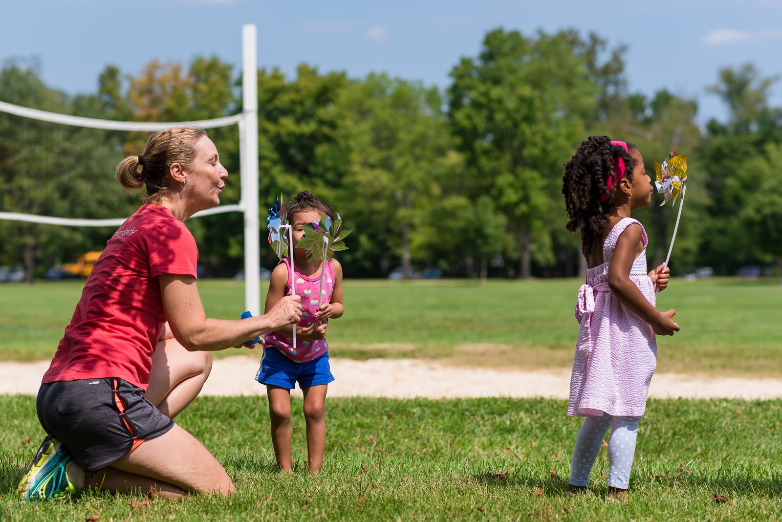 Cheryl modeling pinwheel with children Music Together Vivo! Park Playalong © Diana Sherblom Photography