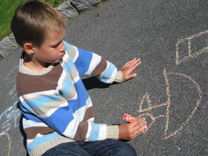 legge asfalt på gårdsplassen