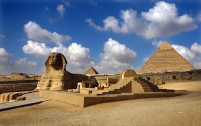 Pirámides tras Esfinge