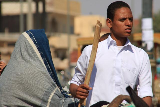 A MULHER NO EGIPTO - Condição da mulher na sociedade islâmica dos oásis egípcios