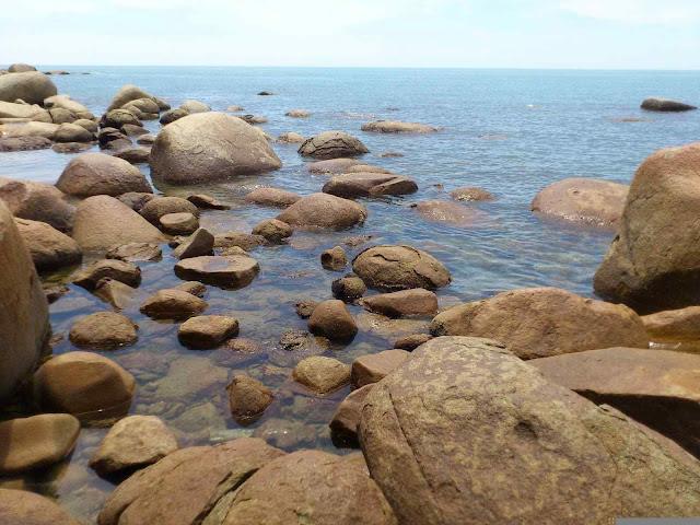 keindahan berbatuan kura kura beach singkawang