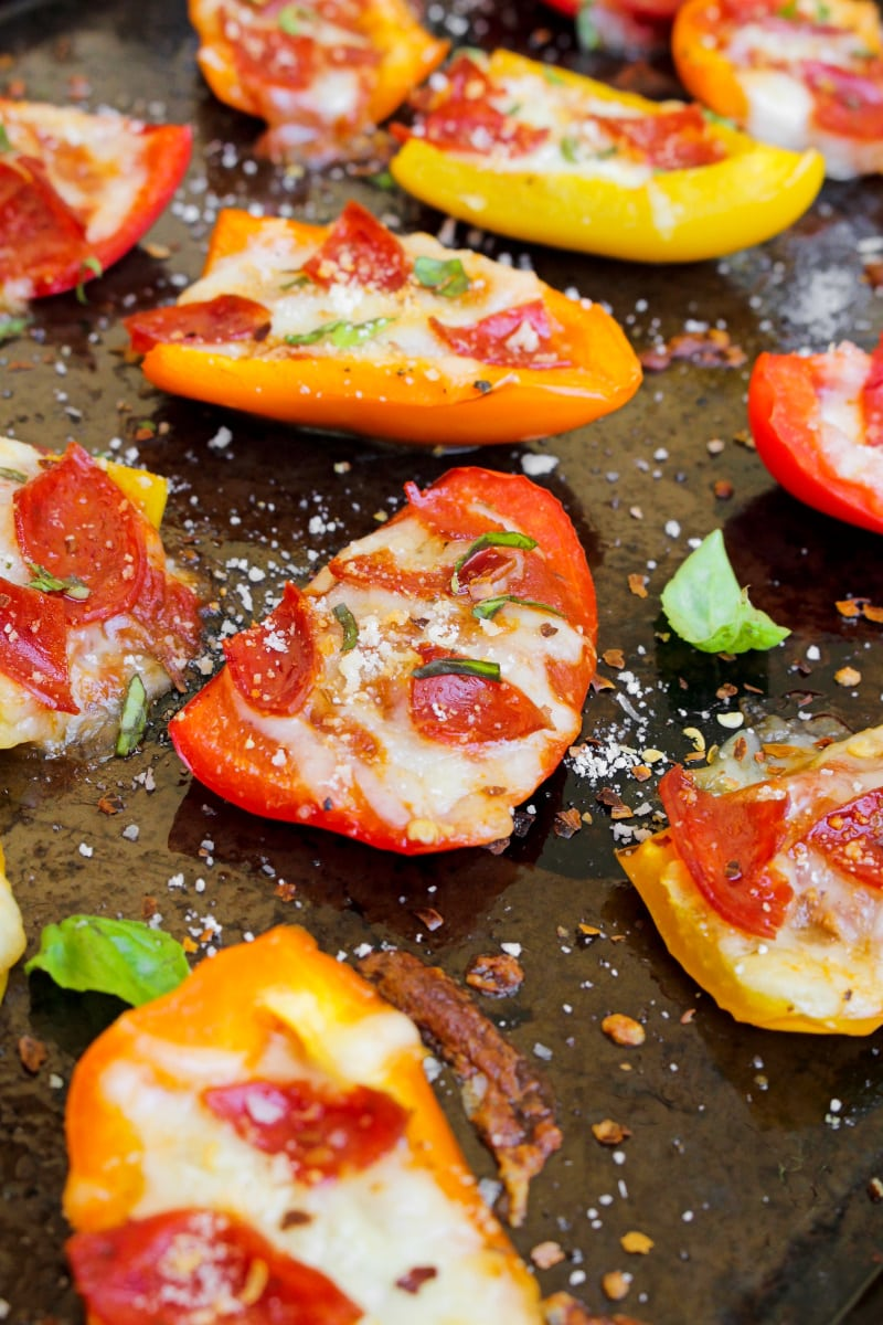 "With a bell pepper ""crust"" and lean turkey pepperoni on top, these Bell Pepper Pizza Bites are a delicious, healthy, low carb way to get your pizza fix! #pizza #lowcarb #appetizer"