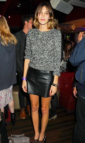 Alexa Chung street style falda cuero