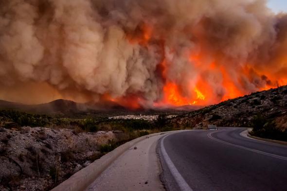 Συγκλονιστικές ΦΩΤΟ από τη φωτιά στη Χίο