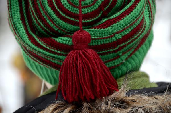 Демисезонная шапка-чулок, связанная крючком