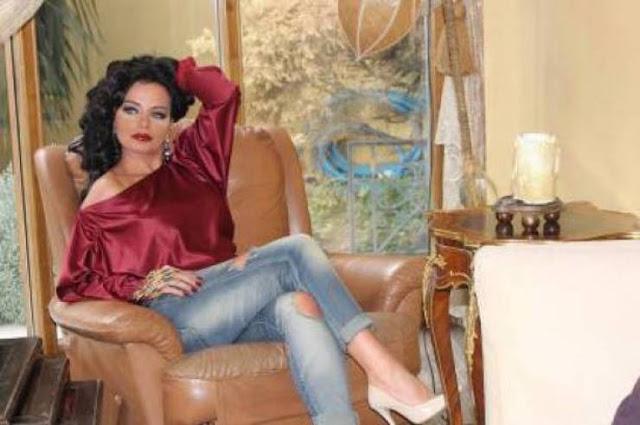 ممثلة سورية مع زوجها الذي طلقها بعد يوم من الزواج ... هل تزوجا من جديد ؟