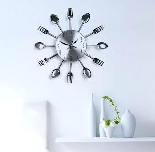 Jam dinding ruang tamu minimalis dari alumunium, motif perabotan dapur