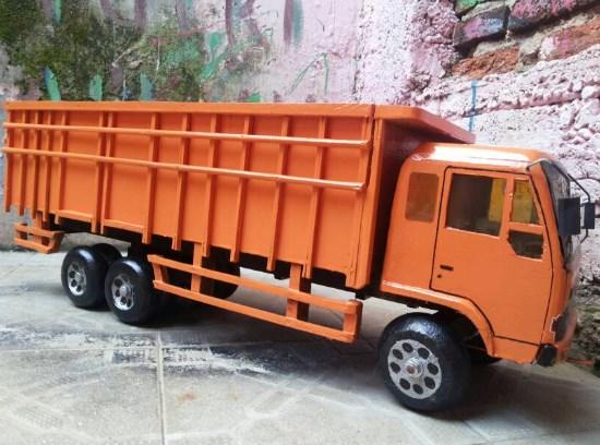 miniatur truk mitsubishi fuso dari kayu