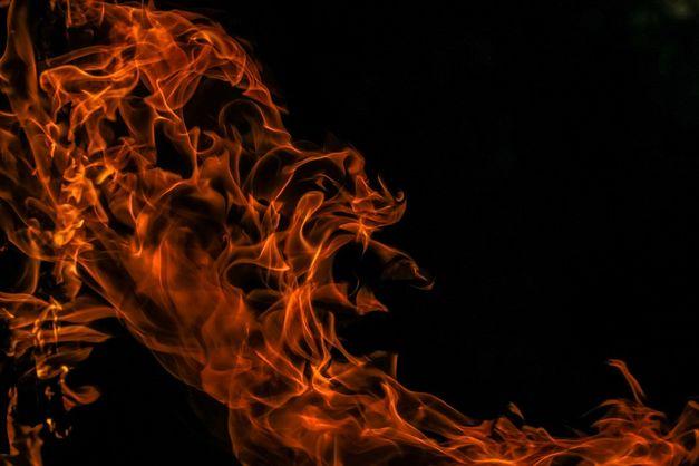 В Казахстане на ходу сгорел автобус, более 50 погибших