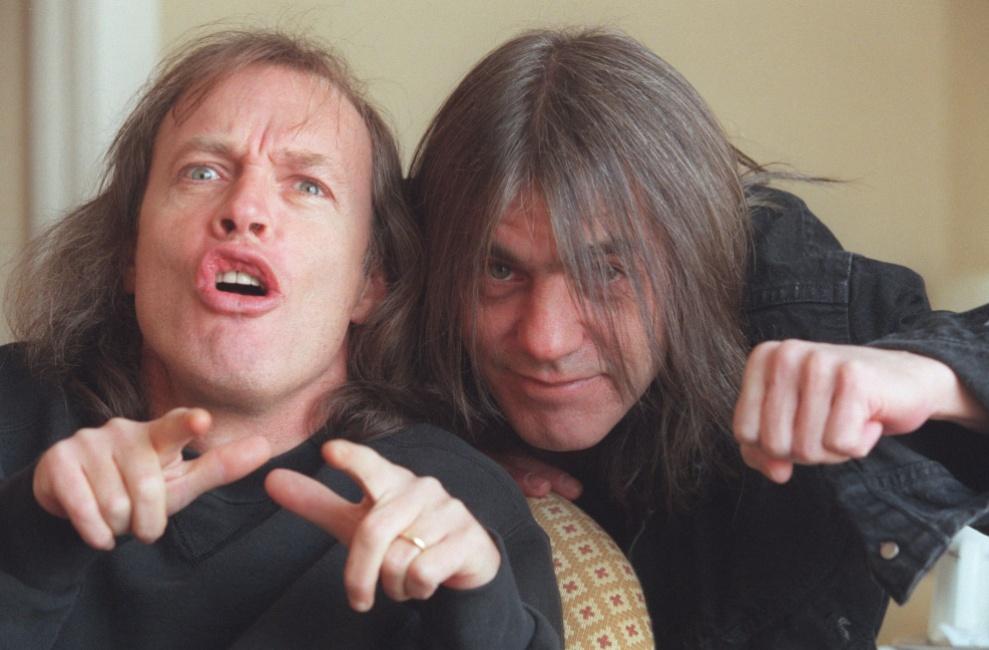 Malcolm Young morto - nella foto con il fratello Angus - formavano gli AC/DC