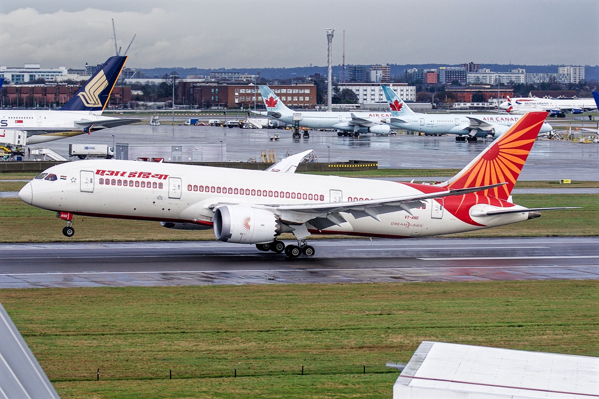 air india boeing 787-8 takeoff