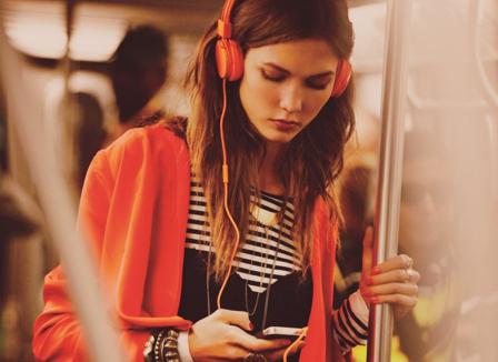 Kenali BAHAYA Penggunaan Headset!!!