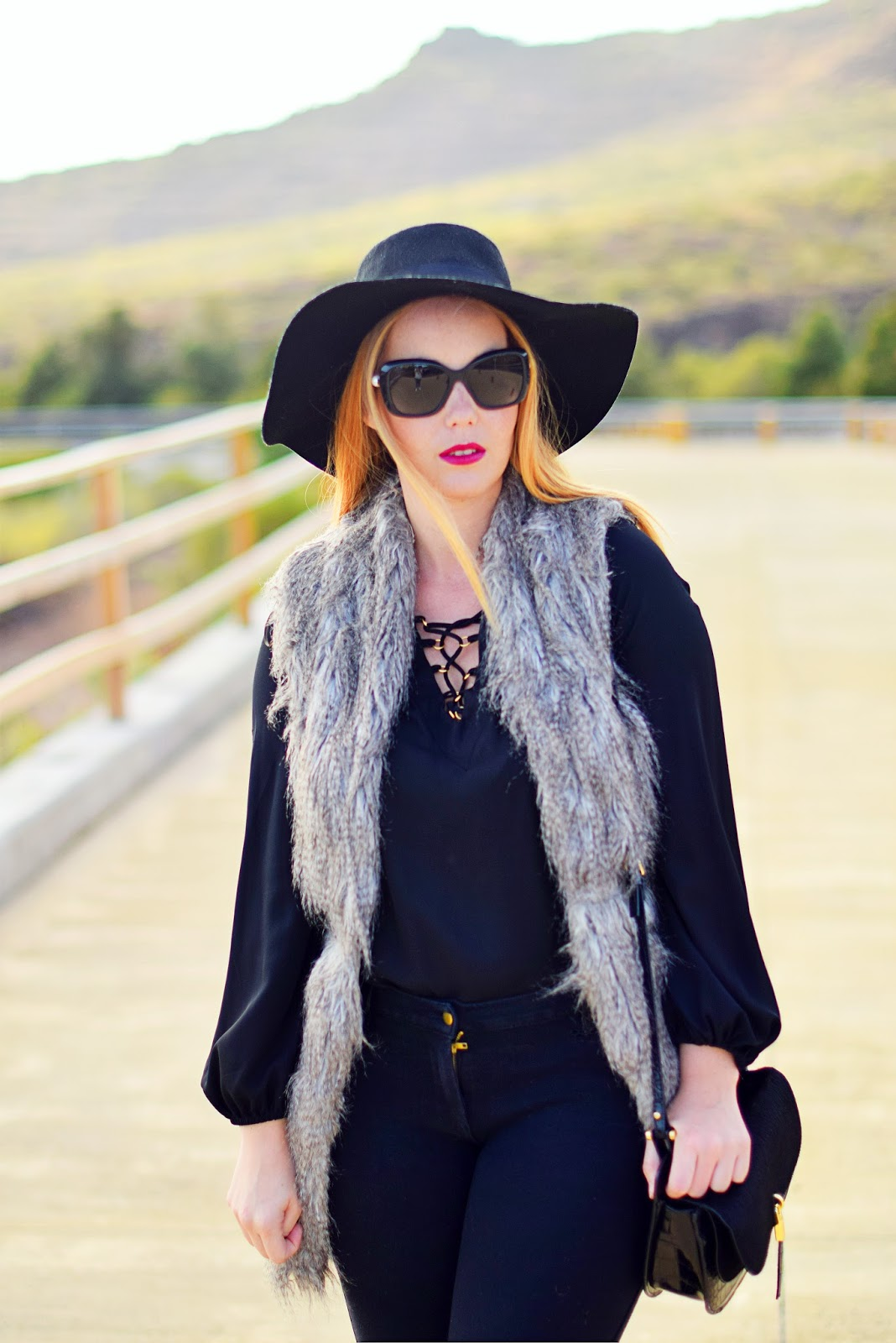 fur vest , nery hdez, look total black, optical h ,chanel sunglasses with pearls
