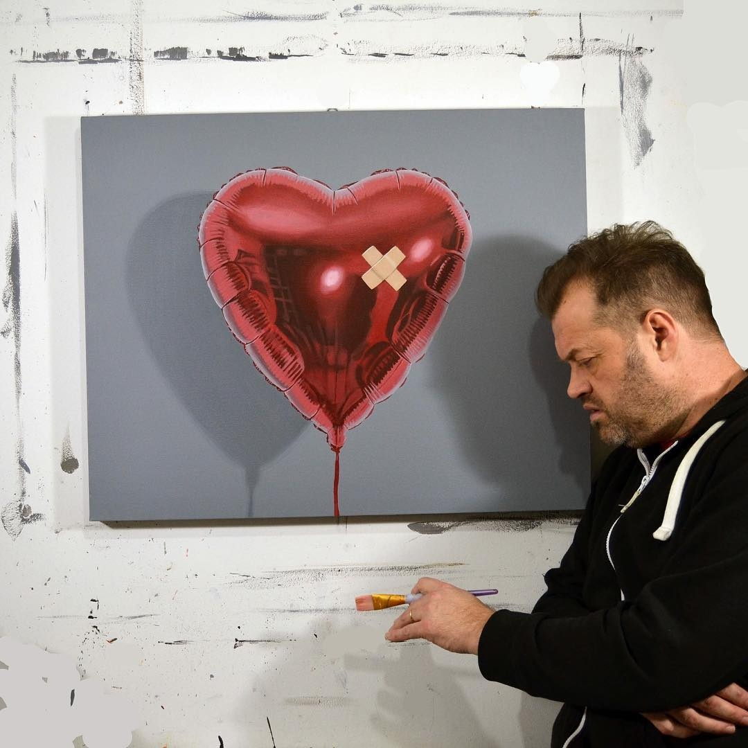 12-Heart-Balloon-Peter-Slade-Hyper-Realistic-Paintings-Acrylic-on-Canvas-www-designstack-co