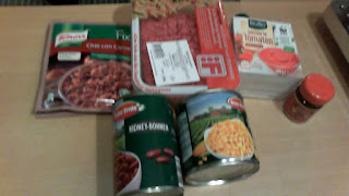 Ingredients for Chili con Carne: kidney beans, corn, minced meat, blend of spices (Knorr Fix)