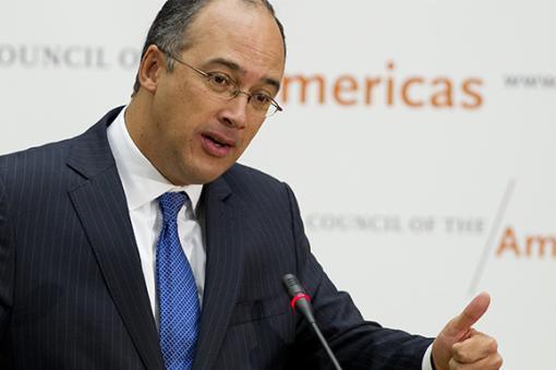 No aguantó su penosa actuación: Echeverry se disculpó ante los profesores de Colombia presionado