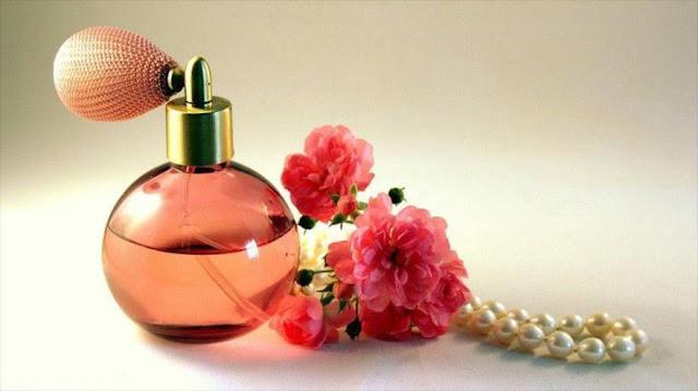 Estudio: Perfumes son tan contaminantes como humo de los coches