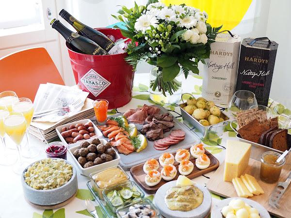 Juhannusjuhlat kaupungissa ja perinteinen smörgåsbord