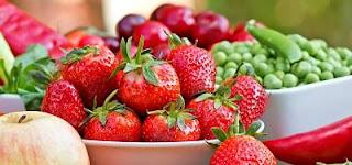 """<img src=""""frutas-y-verduras-para-bajar-de-peso.jpg"""" alt=""""tienen menos calorías, aportan más fibra, vitaminas y minerales que otros alimentos"""">"""