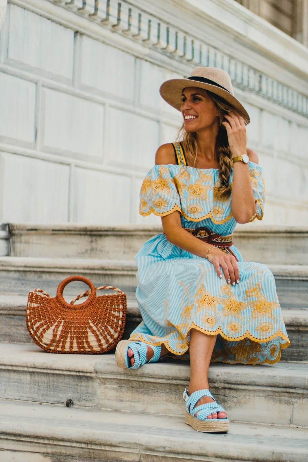 vestido rayas y bordados