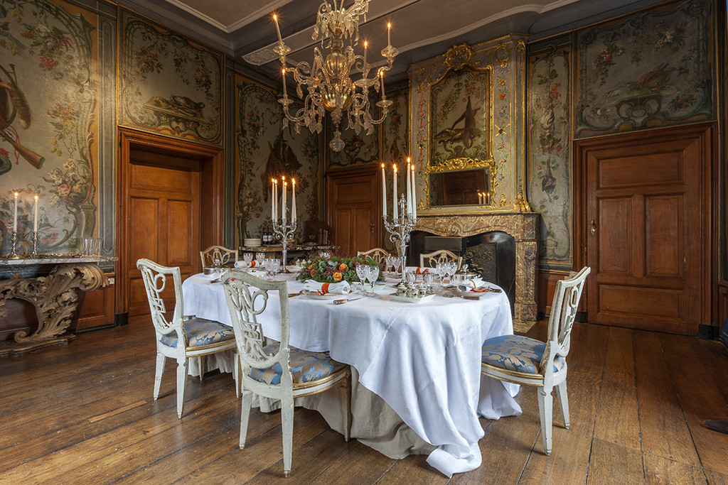 The beauty of crystal chandeliers belgian pearls for Interieur belgium