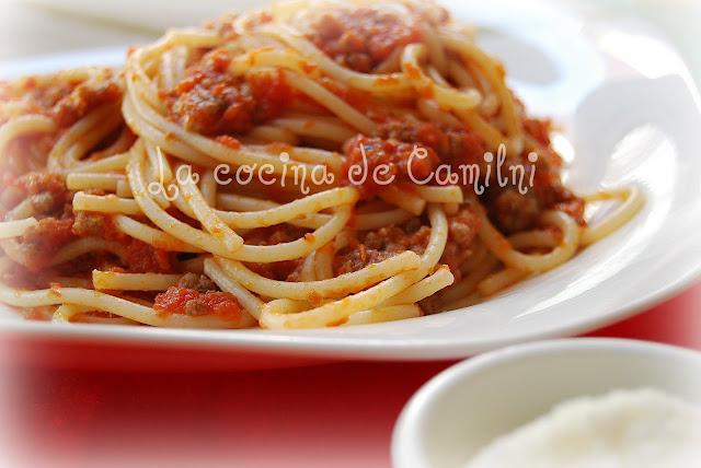 Espaguetis con carne y tomate (La cocina de Camilni)